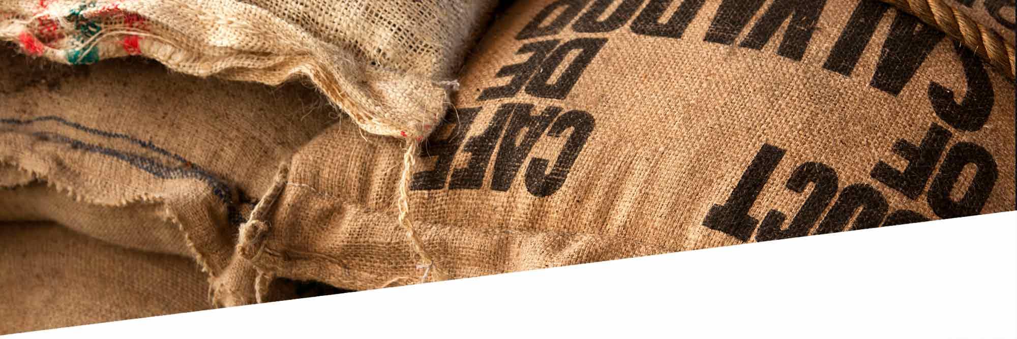 Kaffeebohnen in Säcken
